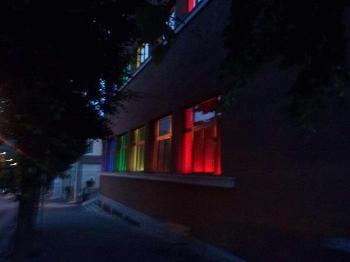 L'Aquila: GSSI si colora arcobaleno per Strage Orlando