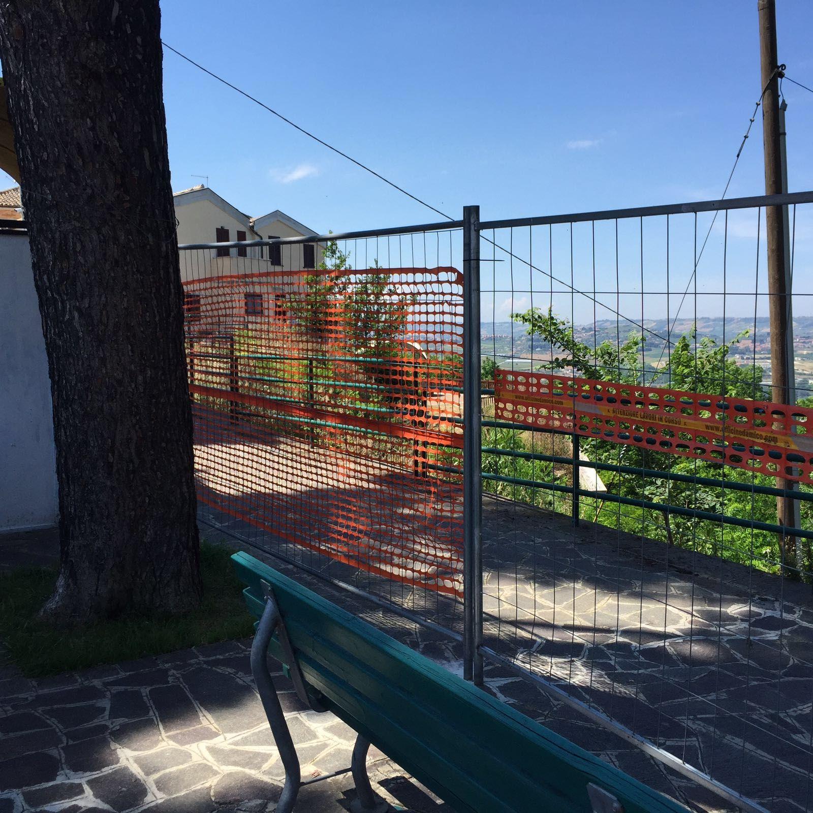 Montesilvano colle: rischio frana, chiuso marciapiede