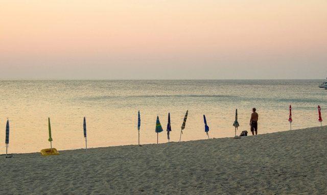 Alba Adriatica: sequestrati ombrelloni sulla spiaggia libera
