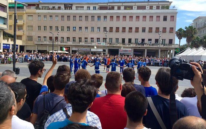 tifosi-pescara-piazza-salotto1