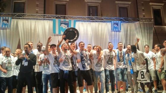 Pescara: in 50 mila festeggiano il ritorno dei biancazzurri in A