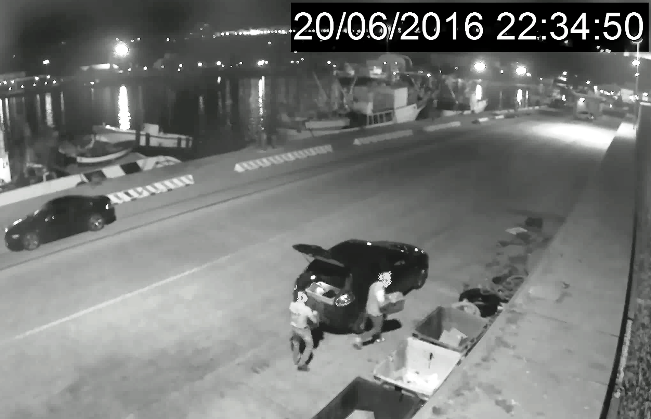 Gettano elettrodomestici nel porto di Ortona: multa dalla Capitaneria
