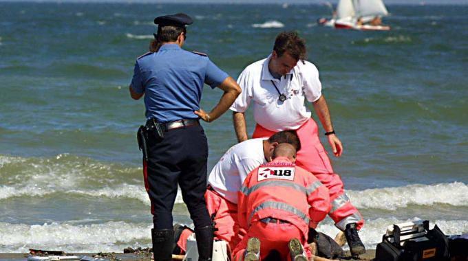 Torre di Cerrano, bimba di 6 anni sfugge alla mamma e annega