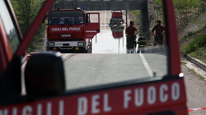 Pescara: auto finisce in sottopasso allagato