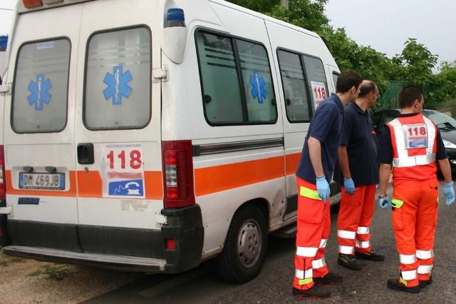 Bici contro sportello auto a Pescara: Grave donna di 72 anni