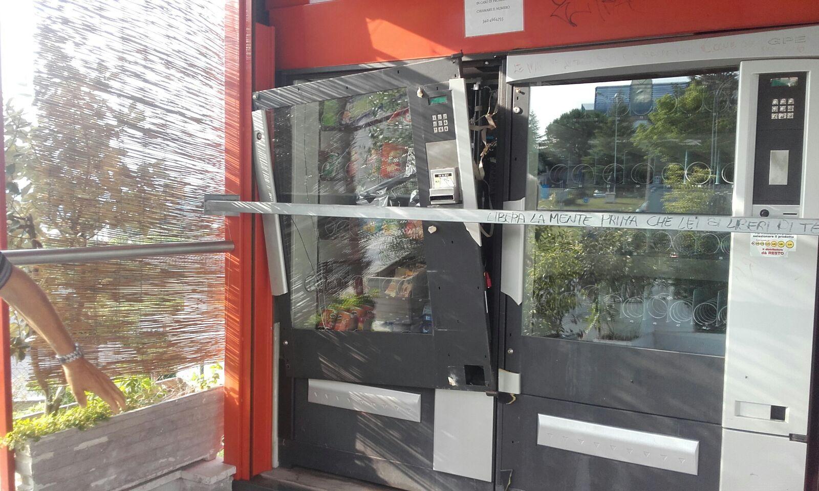 Chieti: scassinati ancora i distributori antistanti l'ospedale