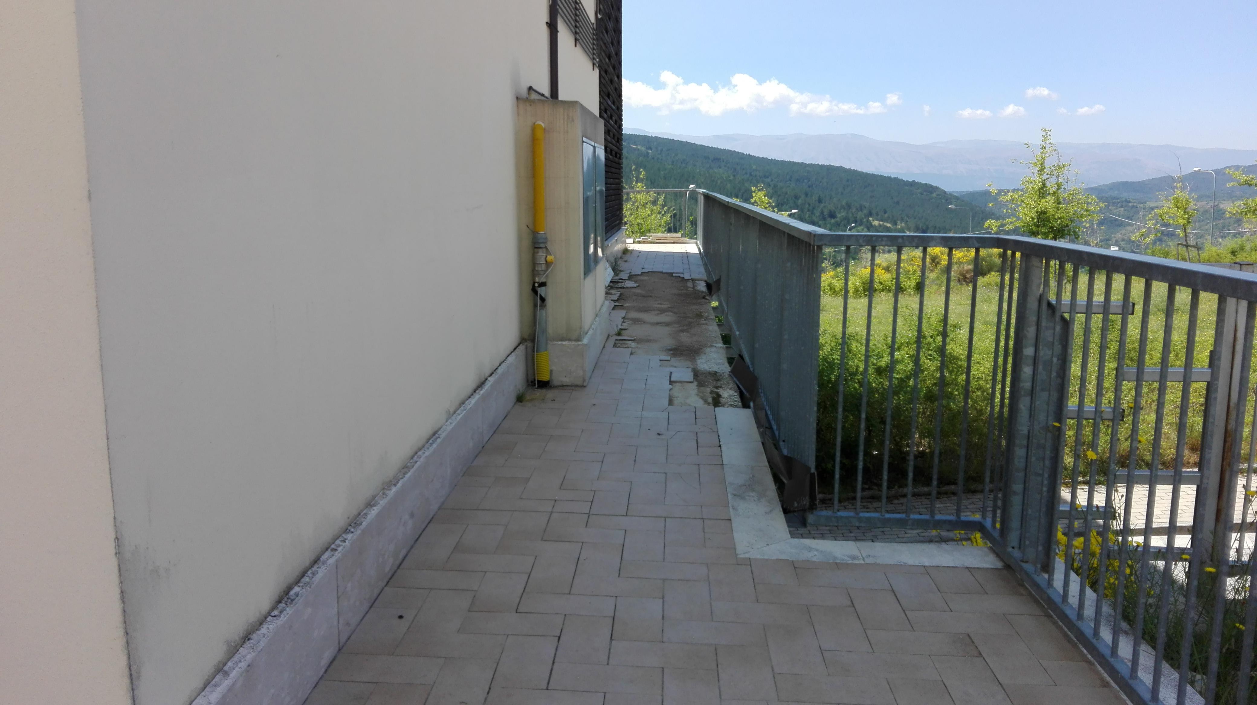 L'Aquila, progetto Case di Assergi: abbandono e sporcizia