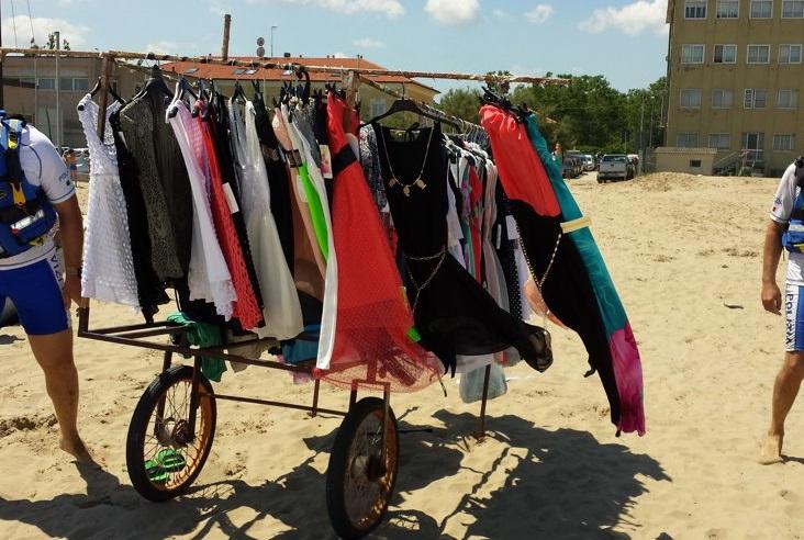 Montesilvano: sequestrati 800 capi abbigliamento su spiaggia