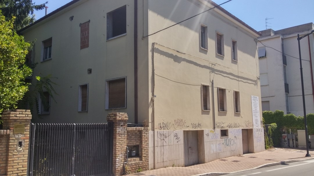 Pescara, degrado ex casa riposo Via Arapietra