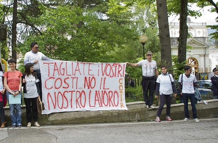 Consiglio Regionale: lavoro, proteste fuori Emiciclo