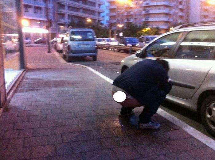 A Pescara va di moda fare i bisogni in strada ?