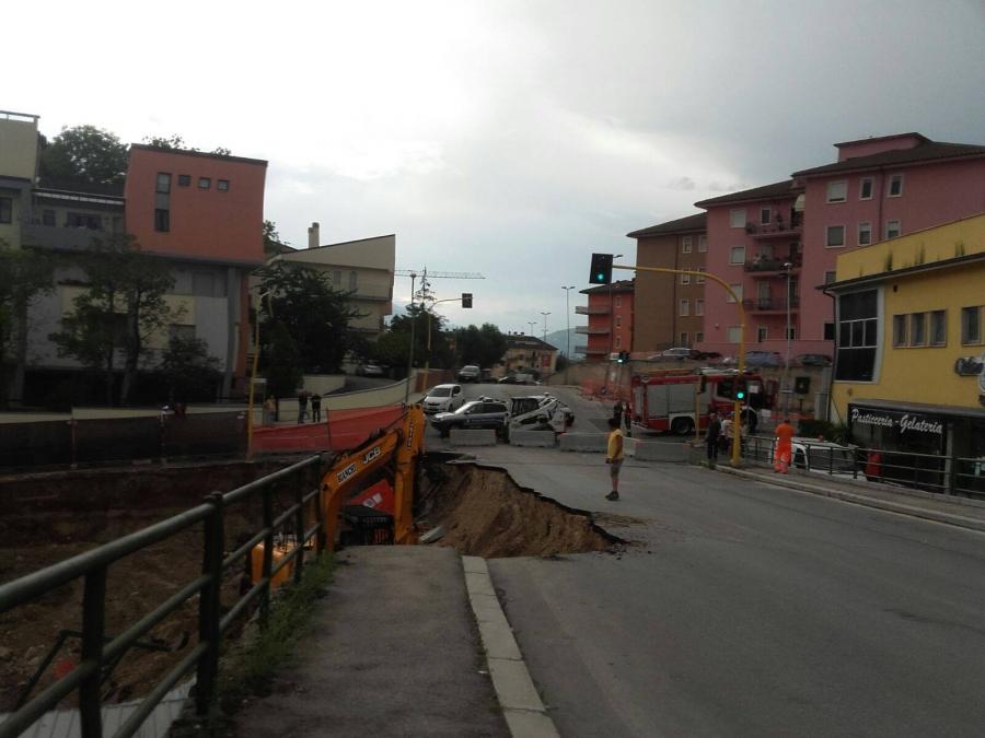 L'Aquila: ricostruzione, cantiere frana portandosi dietro strada