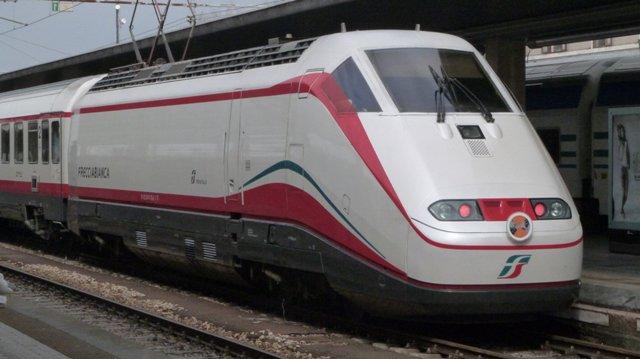 Pescara: uomo investito dal treno, ferrovia bloccata