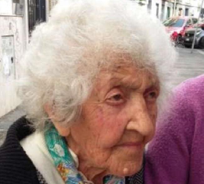 Tortoreto: nonna Gilda in spiaggia a 107 anni