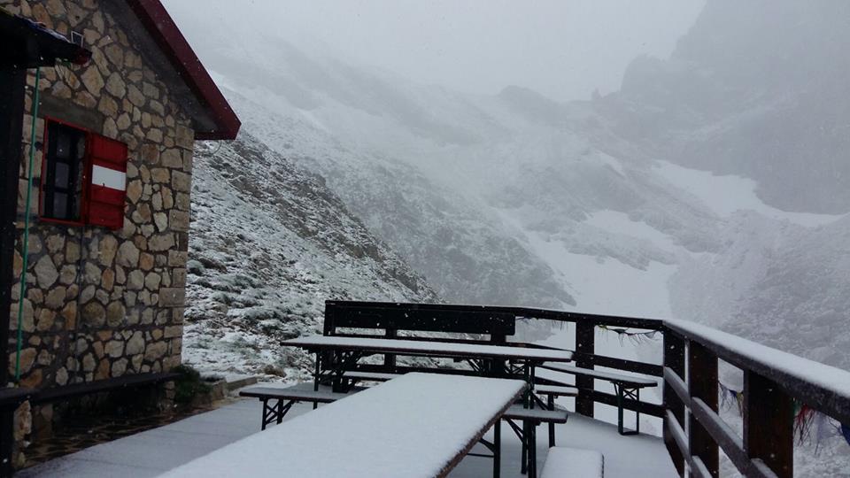 Maltempo Abruzzo, torna la neve al Rifugio Franchetti