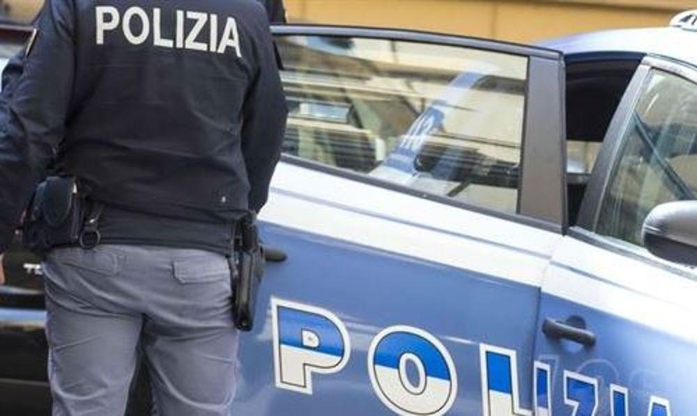 Scippatore inseguito dai bagnanti a Pescara