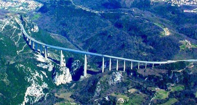 Carsoli: 42enne si getta dal ponte di Pietrasecca e muore