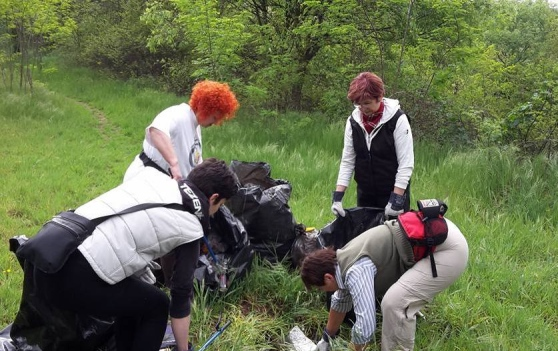I volontari raccolgo 5 quintali di rifiuti nel Parco