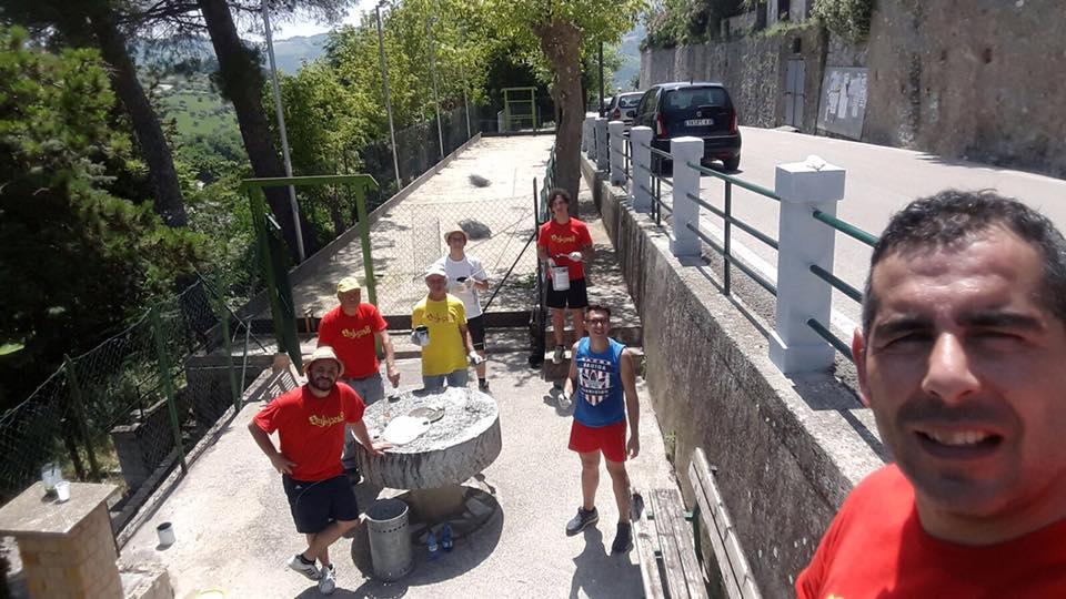 "Basciano: neo sindaco ""operaio"" pulisce belvedere"
