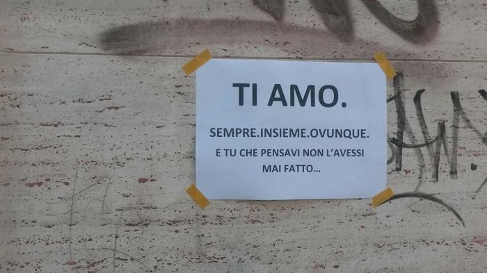Pescara: tappezza città con volantini per sua amata