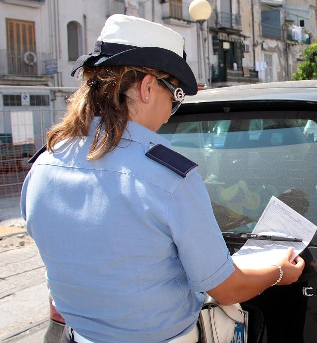 Celano: a giudizio 56enne accusata di aver ferito una vigilessa