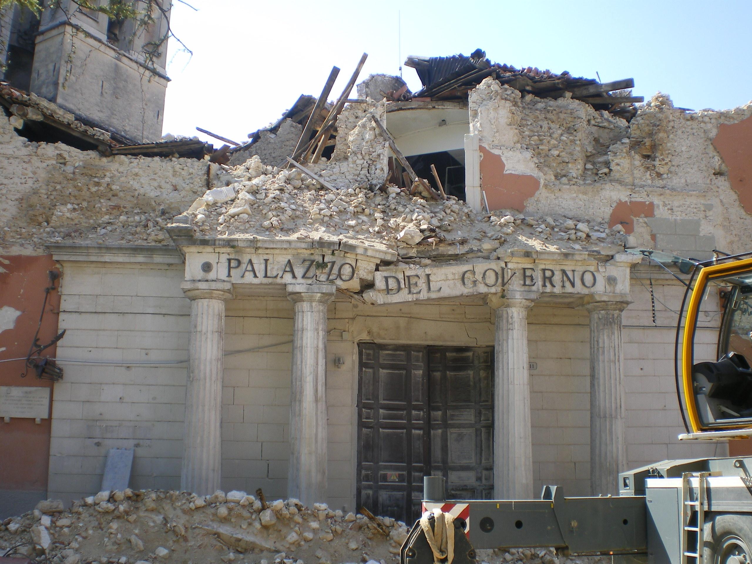 Terremoto, Alfano loda il modello aquilano