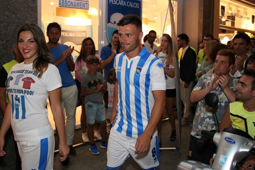 Pescara calcio, tra le maglie ufficiali c'è il giallo