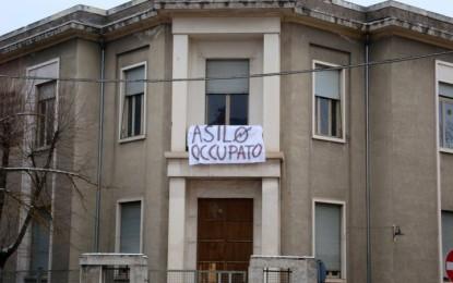 """L'Aquila, asilo occupato. I salviniani: """"E' urgente un sopralluogo"""""""