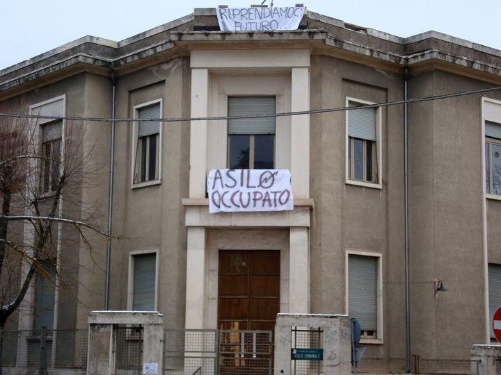Oppio e coca nell'asilo occupato a L'Aquila