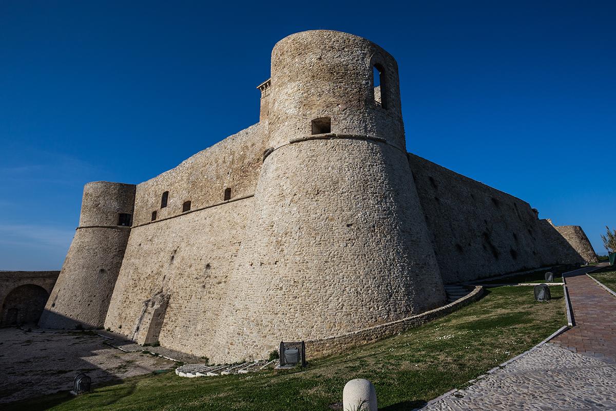 Il castello di Ortona si sta sbriciolando