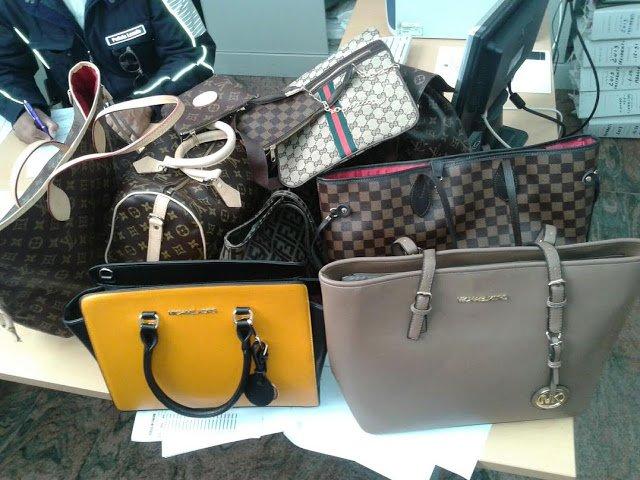 Martinsicuro, contraffazione, scoperto magazzino: due denunce
