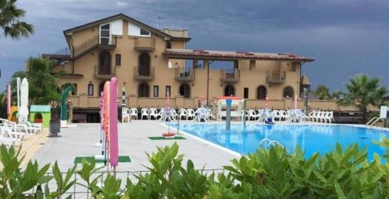 Autopsia su ragazza morta in piscina a Martinsicuro