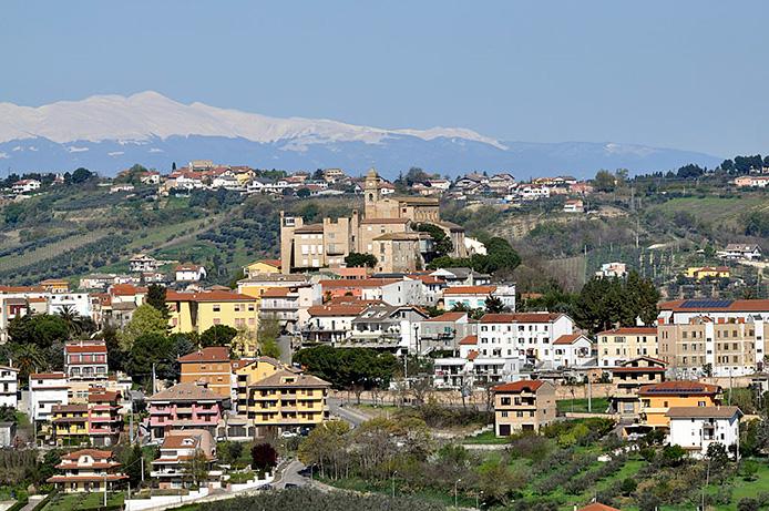 Demolito il municipio di Miglianico