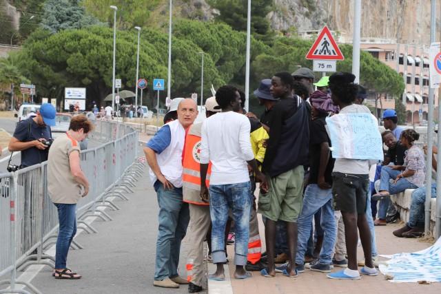 Abruzzo: no ai migranti, Villa Elce dal prefetto di Chieti