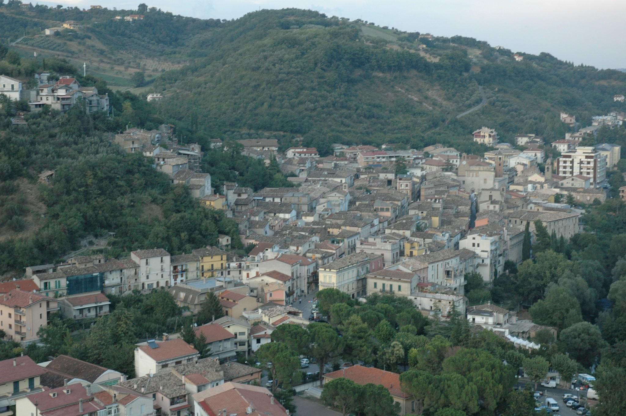 Terremoto centro italia case evacuate a montorio al vomano - Piscina montorio al vomano ...