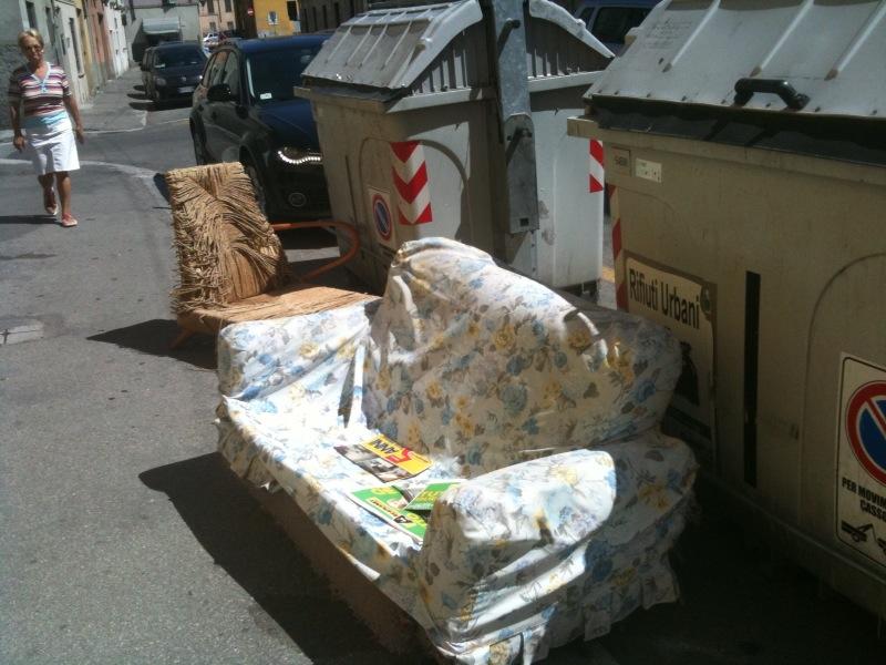 Rifiuti a L'Aquila: Le immagini dei furbetti