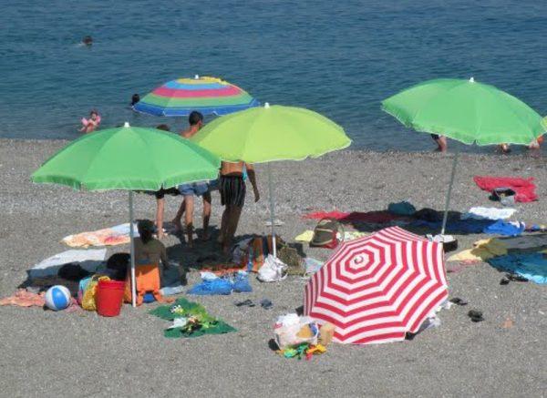 Ombrelloni Per La Spiaggia.Francavilla Sequestrati 40 Ombrelloni Abusivi