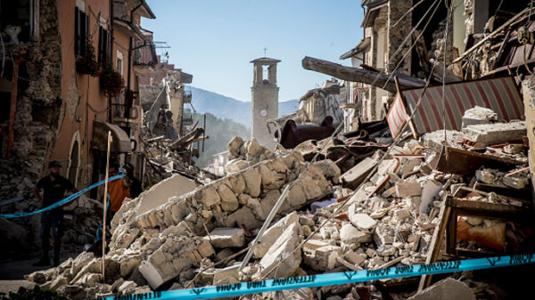 Terremoto, l'Italia si ferma per piangere le sue vittime