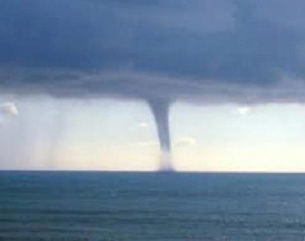 San Vito: tromba d'aria si abbatte su litorale