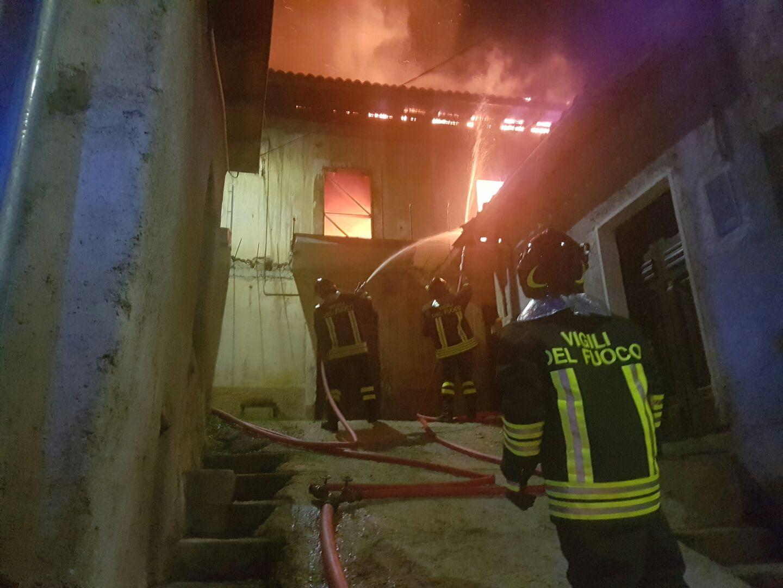Marana di Montereale, incendio nella notte distrugge una casa