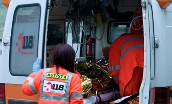 Incidente sul lavoro a Spoltore: mano nella pigiatrice 67enne in ospedale