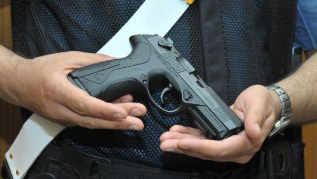 Foto con pistola di ordinanza, condannato carabiniere a Lanciano