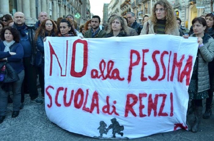 "Pescara: docenti ""deportati"" di nuovo in piazza"