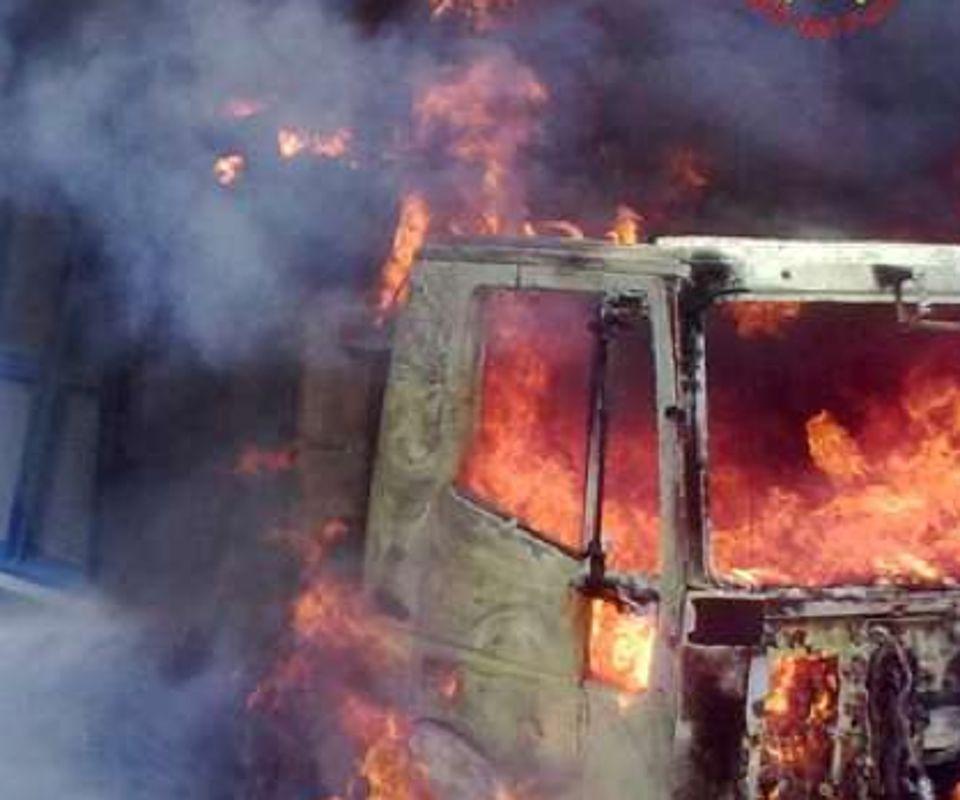 Avezzano: Mezzi in fiamme, paura sulla Valle Roveto