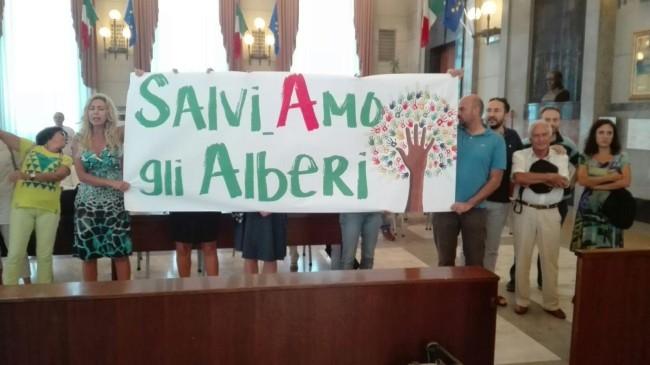 Taglio alberi a Pescara: Sit In ambientalisti davanti al Comune