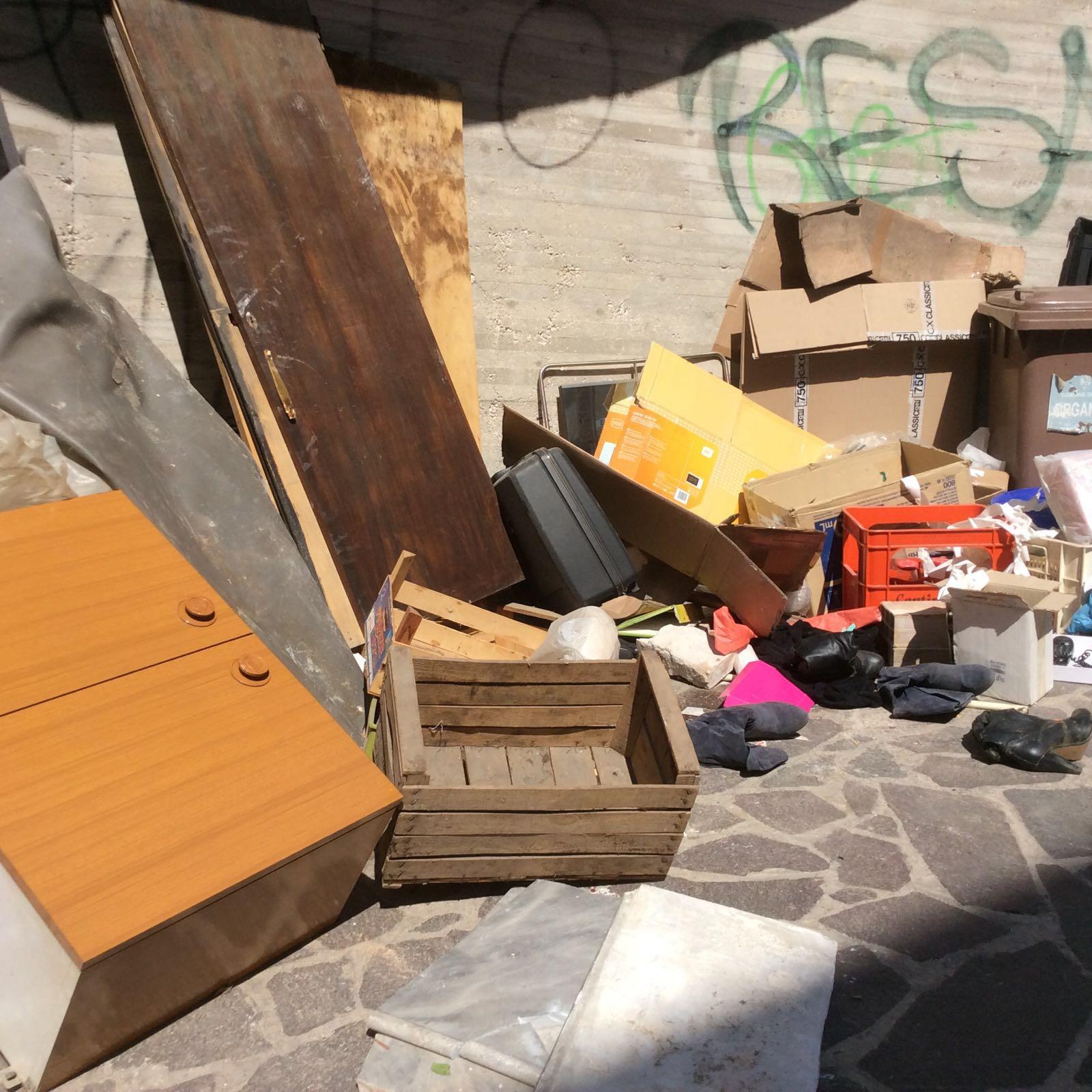 Discarica abusiva in via Nicolini a Chieti