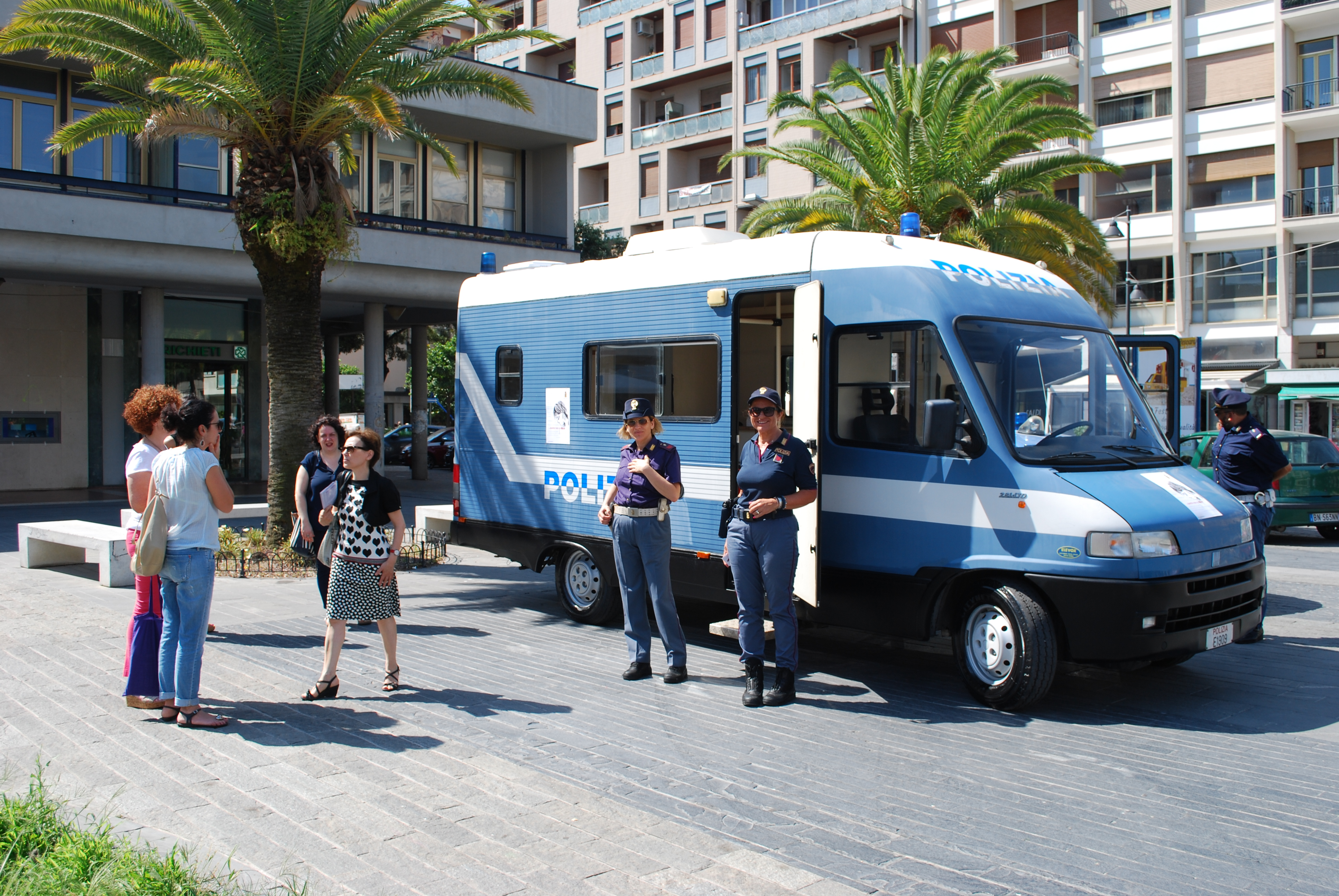 Violenza sulle donne, a Pescara il camper della Polizia