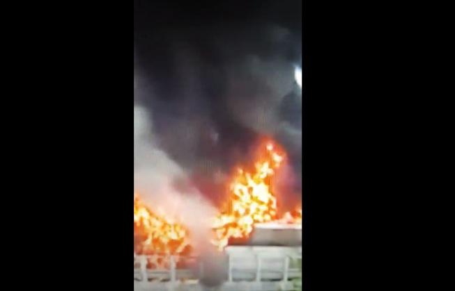 Incendio: autobus sulla A24 in fiamme a Colledara