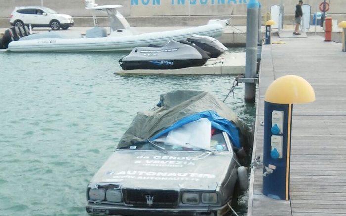 macchina-su-mare1