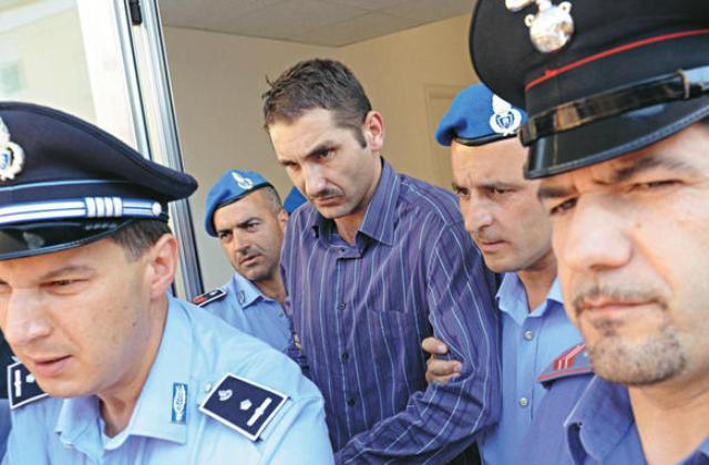 Parolisi degradato e trasferito dal carcere militare